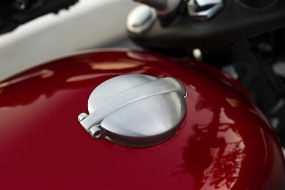 120418-3220-2019-triumph-speed-twin-9A0308-MONZA-FUEL-CAP-DETAIL14