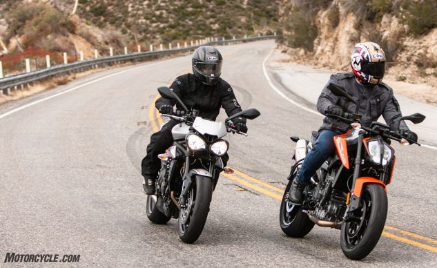 010219-2019-KTM-790-Duke-Triumph-Street-Triple-Group-Action_EBB6296