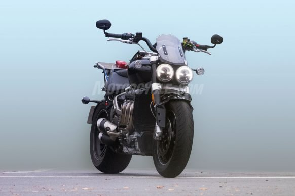 011019-2020-Triumph-Rocket-III-spy-photos-001