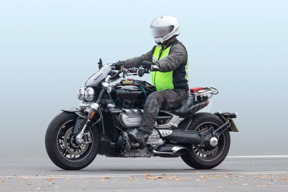 011019-2020-Triumph-Rocket-III-spy-photos-002