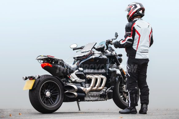011019-2020-Triumph-Rocket-III-spy-photos-005