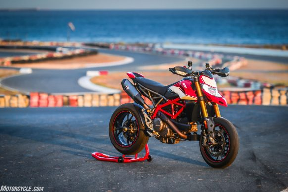 012919-2019-Ducati-Hypermotard-950-Review-SP_Static 05