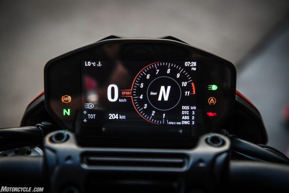 012919-2019-Ducati-Hypermotard-950-Review-SP_Static 19