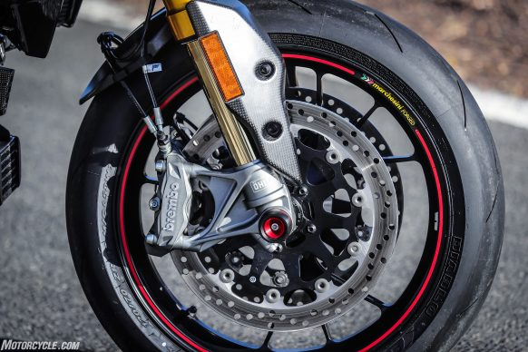 012919-2019-Ducati-Hypermotard-950-Review-SP_Static 22