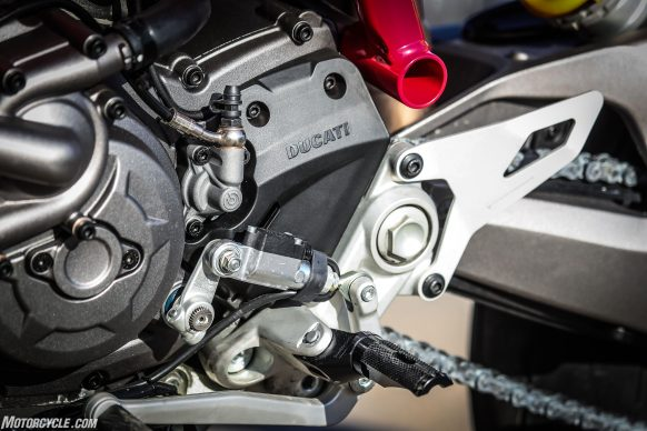 012919-2019-Ducati-Hypermotard-950-Review-SP_Static 28