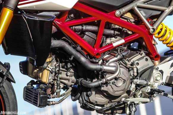 012919-2019-Ducati-Hypermotard-950-Review-SP_Static 30