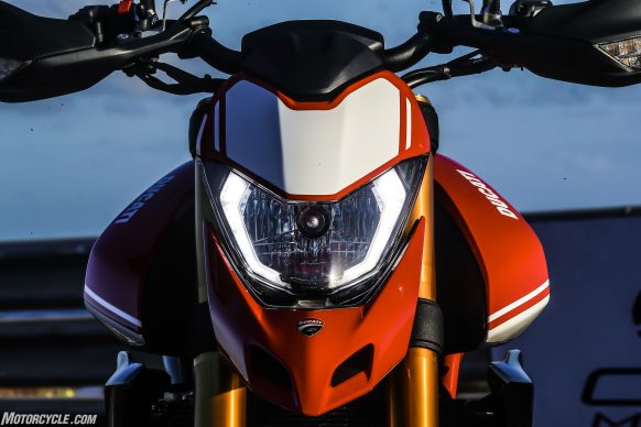 012919-2019-Ducati-Hypermotard-950-Review-SP_Static 32