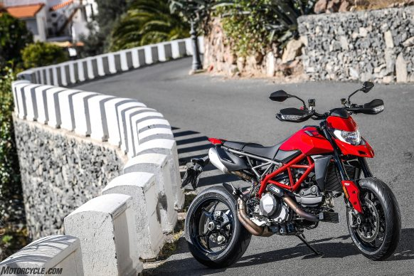 012919-2019-Ducati-Hypermotard-950-Review-Static 11