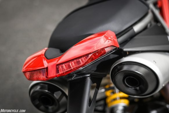 012919-2019-Ducati-Hypermotard-950-Review-Static 22