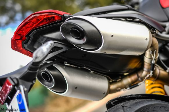 012919-2019-Ducati-Hypermotard-950-Review-Static 34
