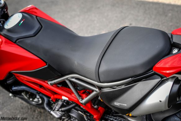 012919-2019-Ducati-Hypermotard-950-Review-Static 39