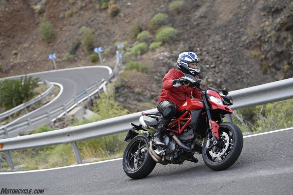 012919-2019-Ducati-Hypermotard-950-Review_G013781