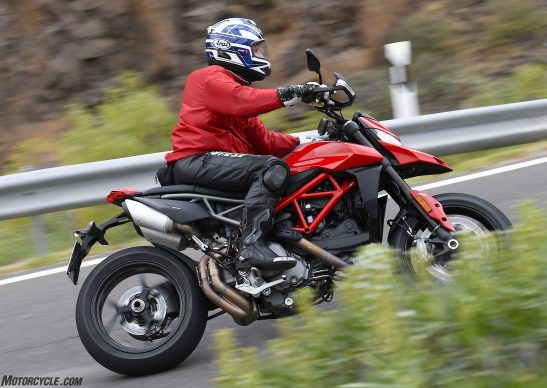 012919-2019-Ducati-Hypermotard-950-Review_G014095