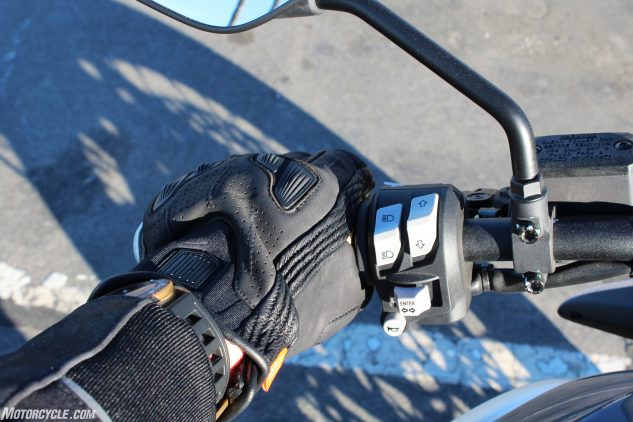 Icon 1000 Axys Gloves Review grip