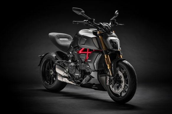 032719-2019-ducati-diavel-1260s-front-right