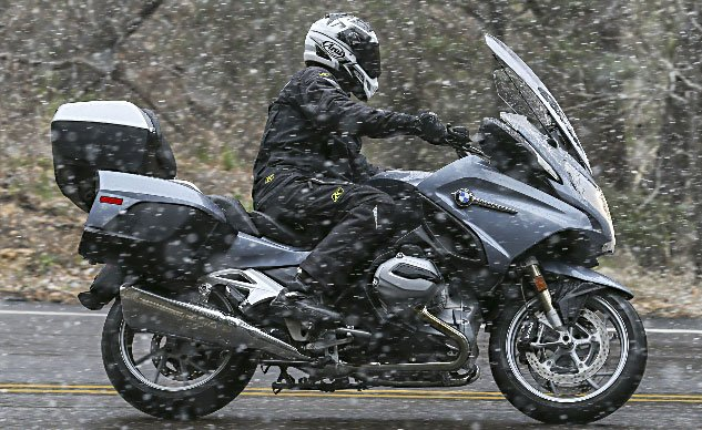 030915-readers-choice-sport-touring-2014_BMW_R1200RT_Snow