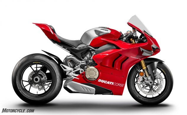 071019-RC30-V4R-30-Years-Apart-10_DUCATI PANIGALE V4 R_UC69201_High