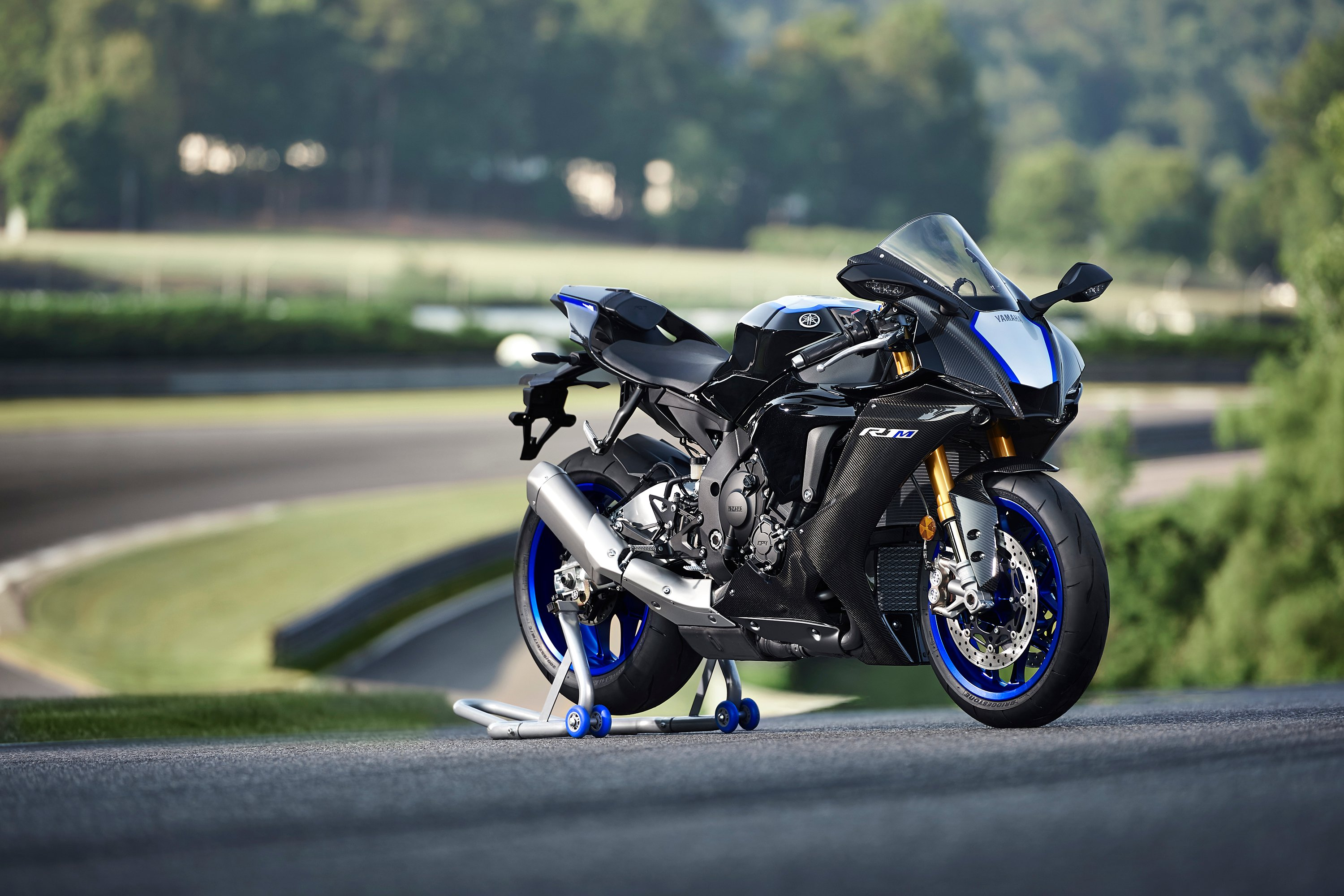 2020 Yamaha YZF-R1 and YZF-R1M First Look - Motorcycle com