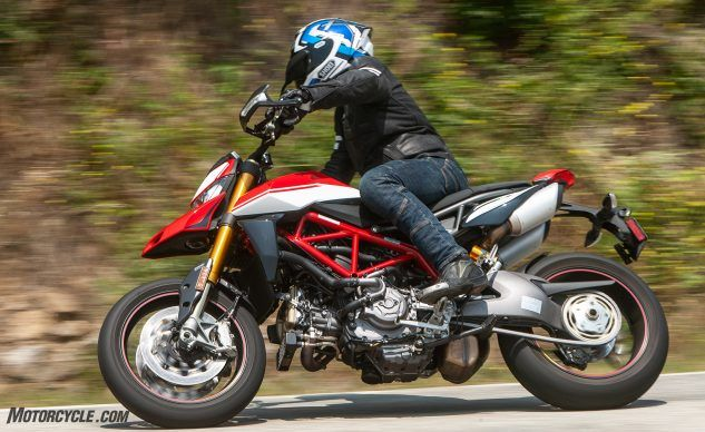 081519-Supermoto-Two-Way-Ducati-Hypermotard-950-SP-_EBB8765