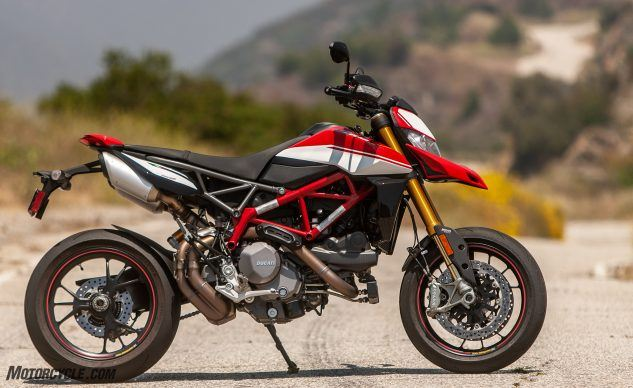 081519-Supermoto-Two-Way-Ducati-Hypermotard-950-SP-_EBB9009