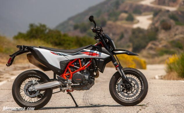 081519-Supermoto-Two-Way-KTM-690-SMC–R-_EBB8960