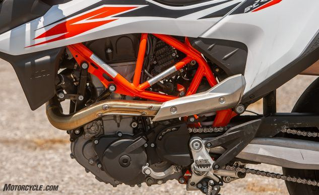 081519-Supermoto-Two-Way-KTM-690-SMC–R-_EBB8991