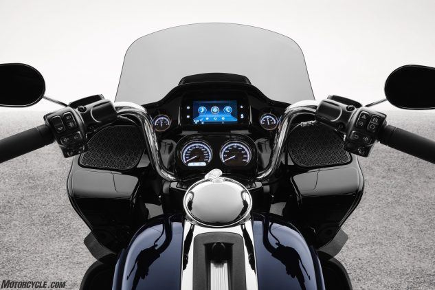 "https://www.motorcycle.com/ ""width ="" 633 ""height ="" 422 ""srcset ="" https://www.motorcycle.com/blog/wp-content/uploads/2019/09/091919-20-20- harley-davidson-road-glide-limited-fltrk-dash-633x422.jpg 633w, https://www.motorcycle.com/blog/wp-content/uploads/2019/09/091919-2020-harley-davidson-road -glide-limited-fltrk-dash-315x210.jpg 315w, https://www.motorcycle.com/blog/wp-content/uploads/2019/09/091919-2020-harley-davidson-road-glide-limited- fltrk-dash-768x512.jpg 768w, https://www.motorcycle.com/blog/wp-content/uploads/2019/09/091919-2020-harley-davidson-road-glide-limited-fltrk-dash-69x46 .jpg 69w, https://www.motorcycle.com/blog/wp-content/uploads/2019/09/092019-2020-harley-davidson-road-glide-limited-fltrk-dash-120x80.jpg 120w, https : //www.motorcycle.com/blog/wp-content/uploads/2019/09/092019-2020-harley-davidson-road-glide-limide-fltrk-dash-139x93.jpg 139w, https: // www. motorcycle.com/blog/wp-content/uploads/2019/09/092019-2020-harley-davidson-road-glide-limited-fltrk-dash-186x124.jpg 186w , https://www.motorcycle.com/blog/wp-content/uploads/2019/09/092019-2020-harley-davidson-road-glide-limide-fltrk-dash-192x128.jpg 192w, https: // www.motorcycle.com/blog/wp-content/uploads/2019/09/092019-2020-harley-davidson-road-glide-limited-fltrk-dash-205x137.jpg 205w, https://www.motorcycle.com /blog/wp-content/uploads/2019/09/092019-2020-harley-davidson-road-glide-limited-fltrk-dash-247x165.jpg 247w, https://www.motorcycle.com/blog/wp- content / uploads / 2019/09 / 092019-2020-harley-davidson-road-glide-limited-fltrk-dash-375x250.jpg 375w, https://www.motorcycle.com/blog/wp-content/uploads/2019 /09/092019-2020-harley-davidson-road-glide-limited-fltrk-dash-582x388.jpg 582w, https://www.motorcycle.com/blog/wp-content/uploads/2019/09/092019- 2020-harley-davidson-road-glide-limited-fltrk-dash-631x421.jpg 631w ""tailles ="" (largeur maximale: 633 pixels) 100vw, 633 pixels ""/>  <p class="