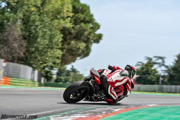 DUCATI_PANIGALE V2_AMBIENCE_03_UC101490_High