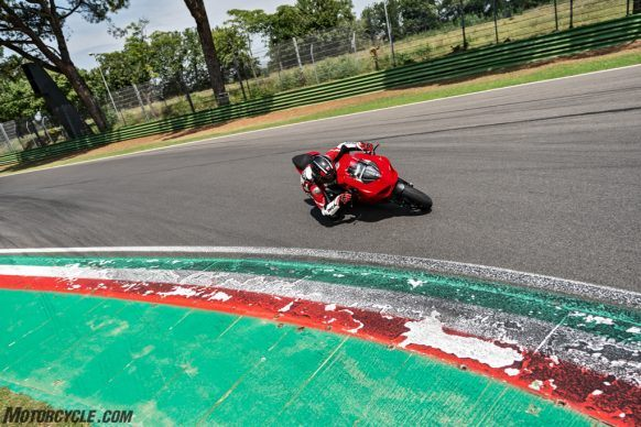 DUCATI_PANIGALE V2_AMBIENCE_04_UC101495_High