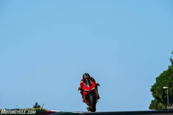 DUCATI_PANIGALE V2_AMBIENCE_05_UC101494_High-2