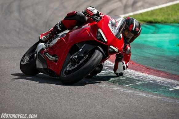 DUCATI_PANIGALE V2_AMBIENCE_08_UC101498_High-2