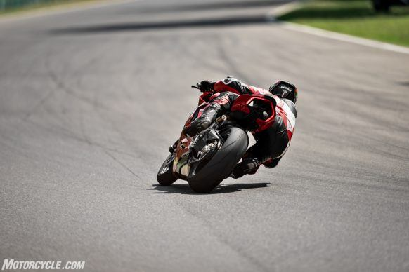 DUCATI_PANIGALE V2_AMBIENCE_09_UC101496_High-2