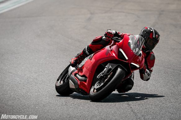 DUCATI_PANIGALE V2_AMBIENCE_13_UC101502_High-2