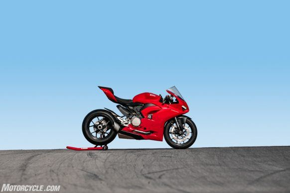 DUCATI_PANIGALE V2_AMBIENCE_14_UC101500_High-2