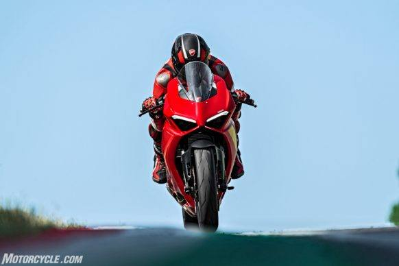 DUCATI_PANIGALE V2_AMBIENCE_16_UC101504_High-2