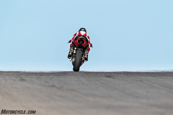 DUCATI_PANIGALE V2_AMBIENCE_17_UC101505_High