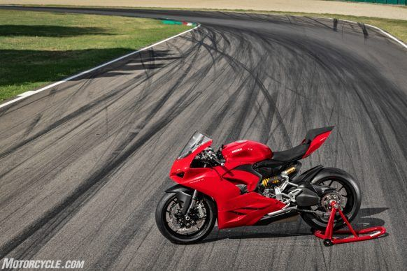 DUCATI_PANIGALE V2_AMBIENCE_18_UC101506_High-2