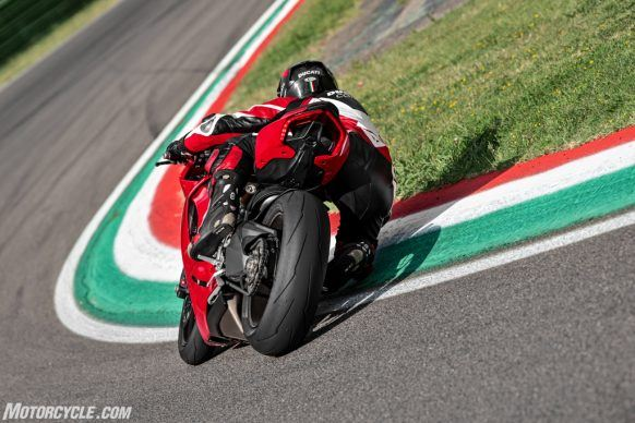 DUCATI_PANIGALE V2_AMBIENCE_21_UC101509_High-2