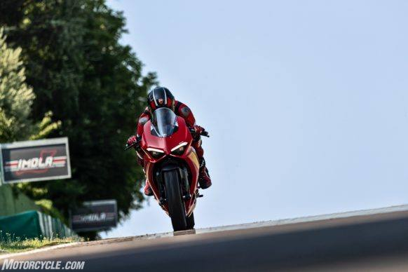 DUCATI_PANIGALE V2_AMBIENCE_23_UC101511_High-2