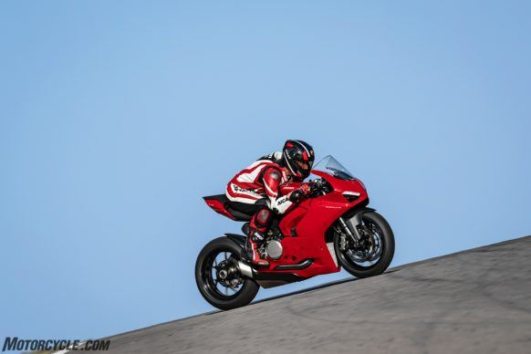 DUCATI_PANIGALE V2_AMBIENCE_25_UC101510_High