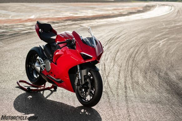DUCATI_PANIGALE V2_AMBIENCE_28_UC101517_High