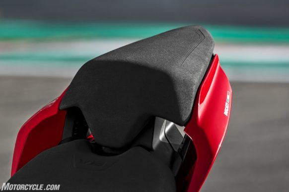 DUCATI_PANIGALE V2_AMBIENCE_29_UC101516_High-2