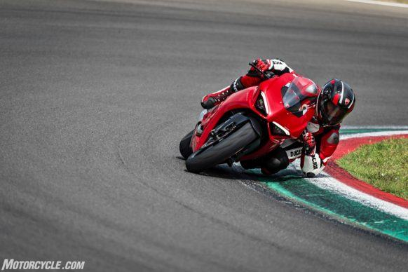 DUCATI_PANIGALE V2_AMBIENCE_35_UC101474_High-2