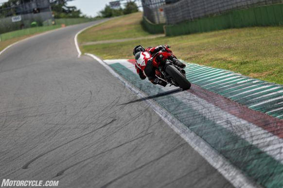 DUCATI_PANIGALE V2_AMBIENCE_36_UC101476_High-2