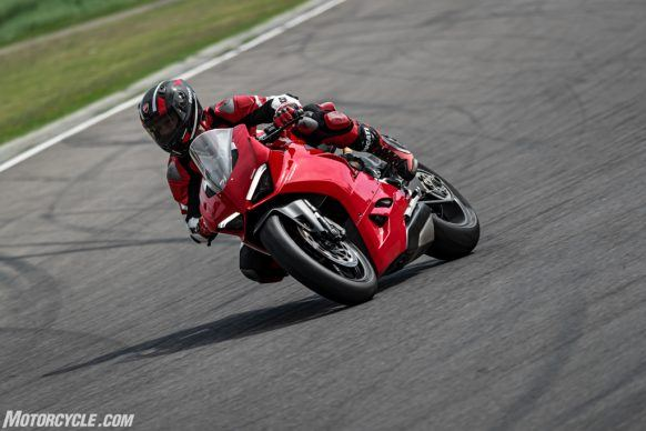 DUCATI_PANIGALE V2_AMBIENCE_37_UC101478_High-2