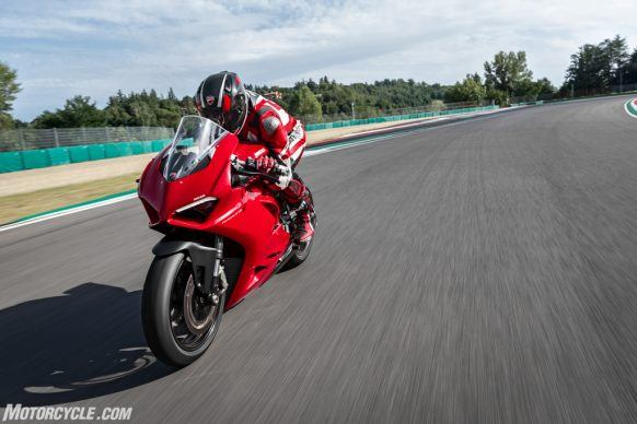 DUCATI_PANIGALE V2_AMBIENCE_40_UC101479_High-2