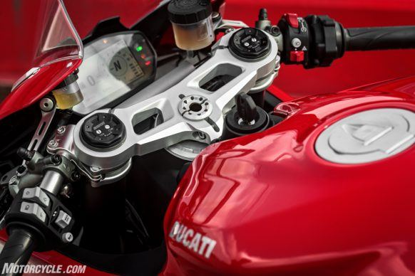 DUCATI_PANIGALE V2_AMBIENCE_45_UC101488_High-2