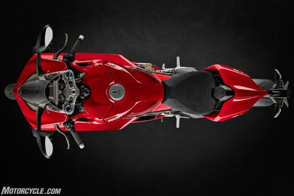 MY20_DUCATI_PANIGALE V4_01_UC101536_High-2