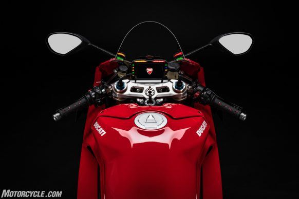 MY20_DUCATI_PANIGALE V4_14_UC101548_High-2