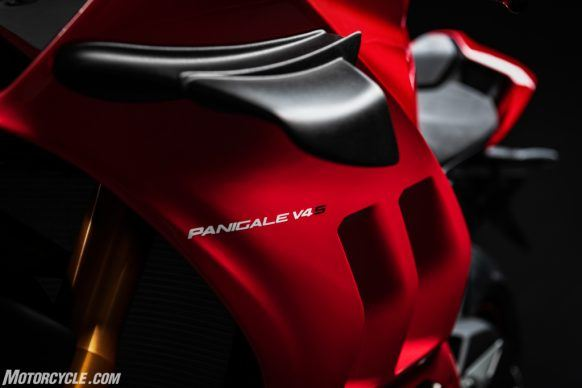 MY20_DUCATI_PANIGALE V4_23_UC101557_High-2